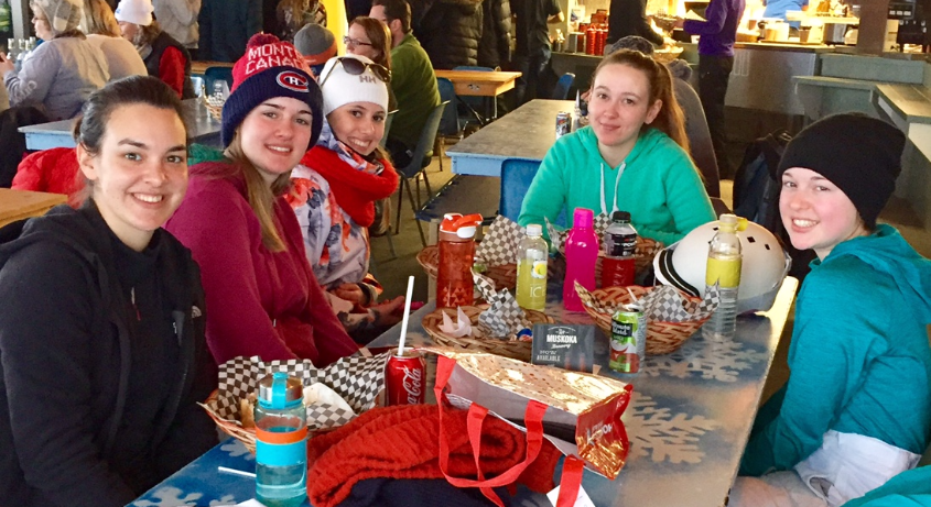 Group of students eating lunch