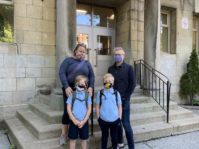parents-kids-wearingmask