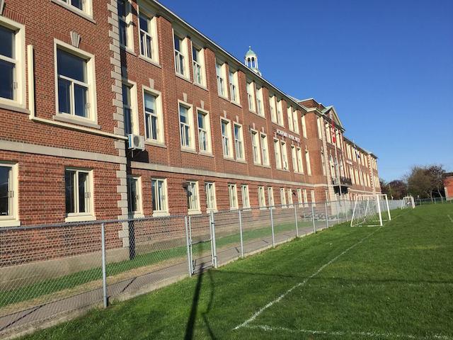 school exterior image