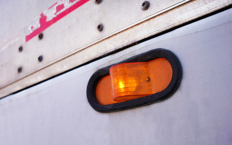 Trailer upper corner directional lamp