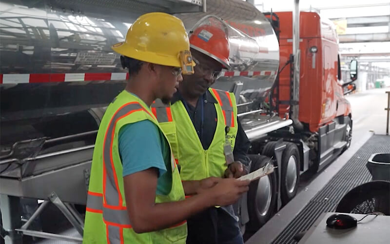 A Schneider driver demonstrates some of the top truck driver skills.